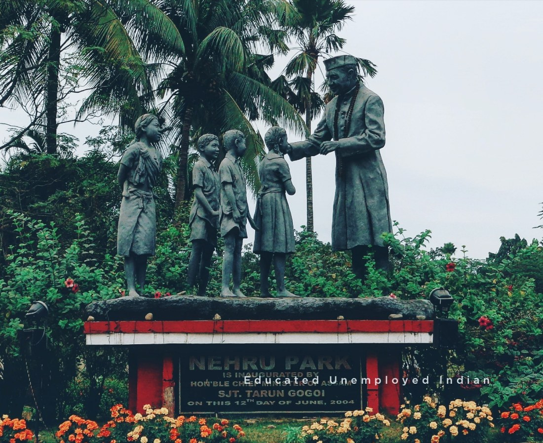 Nehru greeting children statue, photography, nehru park